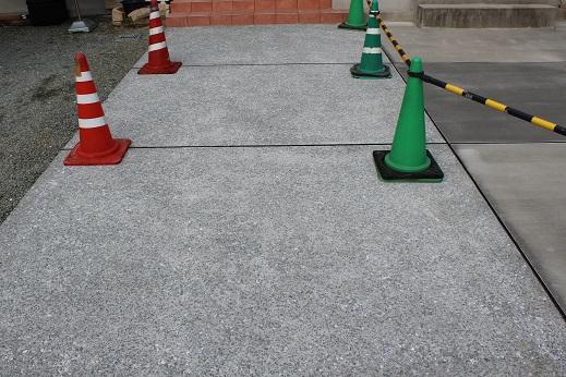 アプローチ:コンクリート洗い出し