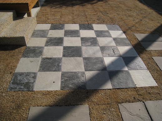 300角の自然石貼り