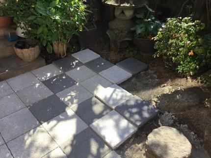坪庭 平板敷き