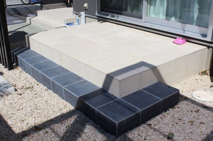 monotone-tile-terrace01